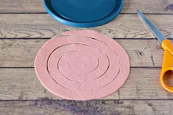 Спиралька из фетра для розочки